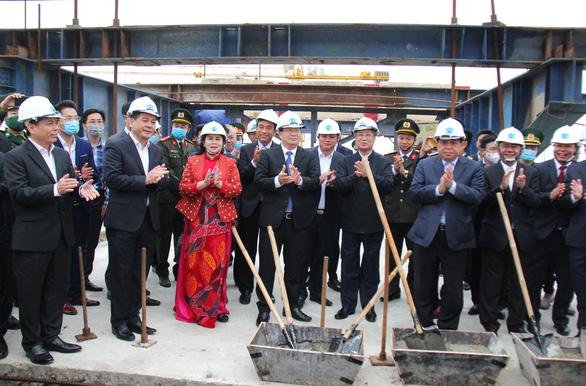 Thái Bình hợp long cầu Trà Lý II và khởi công đường TP Thái Bình - Cầu Nghìn - Ảnh 1.