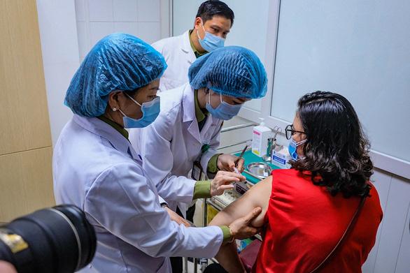 Đẩy nhanh thử nghiệm vắc xin nội, 35 ngày tới có thể sẽ chuyển sang giai đoạn 3 - Ảnh 1.