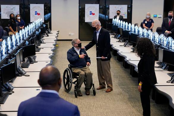 Vợ chồng Tổng thống Biden động viên Texas hồi phục sau bão - Ảnh 1.