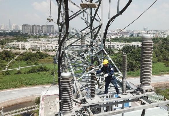 Ngành điện TP.HCM phát triển nhiều công trình, tăng lưới điện dự phòng - Ảnh 1.
