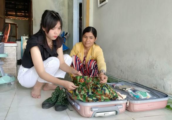 Ba cô gái trẻ Quảng Nam tình nguyện nhập ngũ dù đã có công việc ổn định - Ảnh 1.