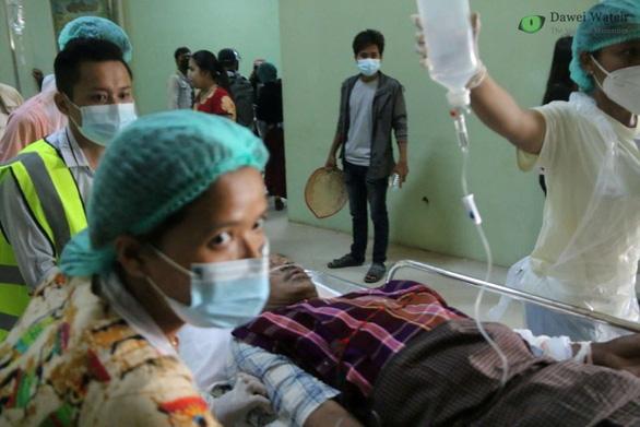 Liên Hiệp Quốc lên án cảnh sát, quân đội Myanmar khiến 18 người biểu tình thiệt mạng - Ảnh 1.