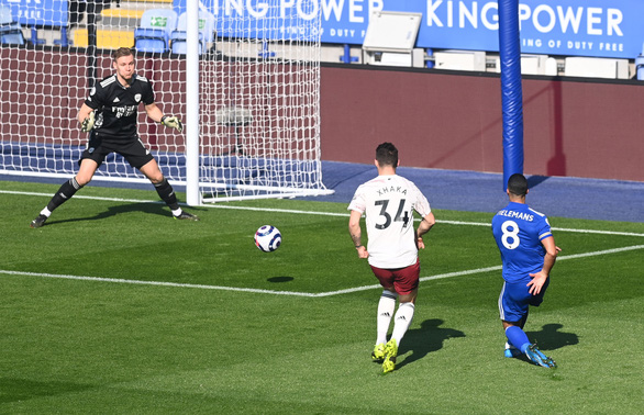 Thua ngược Arsenal, Leicester cạn hi vọng vô địch - Ảnh 1.