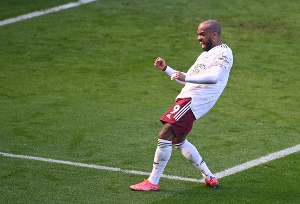 Thua ngược Arsenal, Leicester cạn hi vọng vô địch - Ảnh 3.