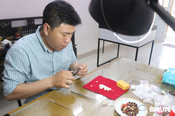 Chàng trai miền Nam mê mẩn chế tác phục sức triều Nguyễn - Ảnh 3.
