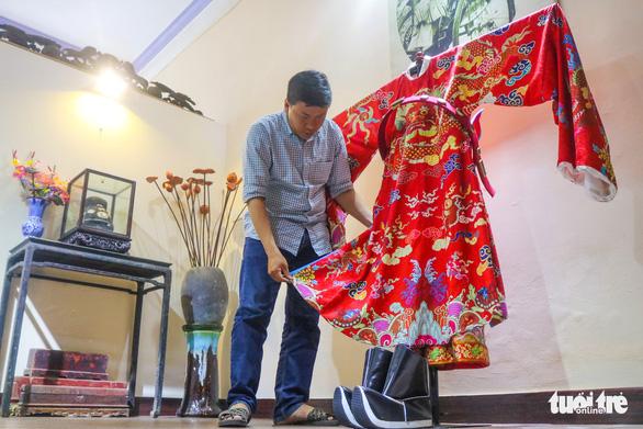 Chàng trai miền Nam mê mẩn chế tác phục sức triều Nguyễn - Ảnh 1.
