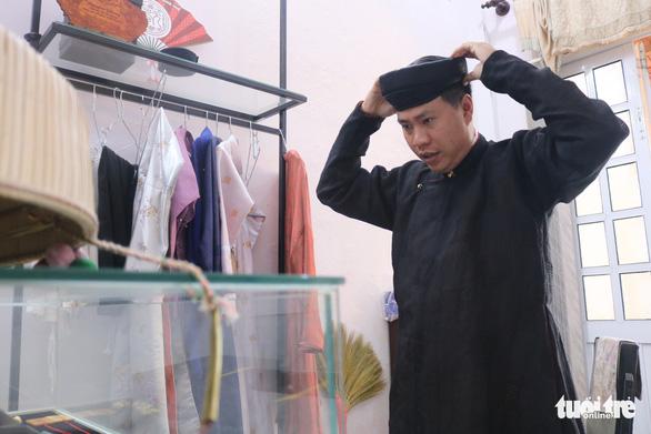 Chàng trai miền Nam mê mẩn chế tác phục sức triều Nguyễn - Ảnh 10.