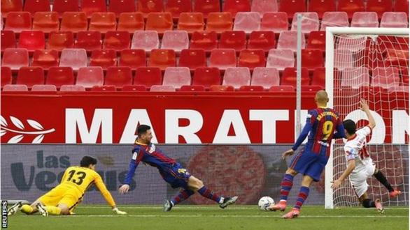 Messi kiến tạo và ghi bàn giúp Barca vượt mặt Real Madrid - Ảnh 3.
