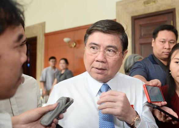 Chủ tịch Nguyễn Thành Phong: Tình hình dịch chưa căng, TP.HCM vẫn duy trì sự kiện đón Tết - Ảnh 1.
