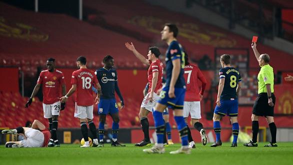 Đại thắng Southampton 9-0, Man Utd bắt kịp Man City trên ngôi đầu - Ảnh 1.