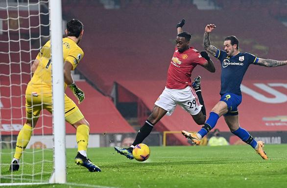 Đại thắng Southampton 9-0, Man Utd bắt kịp Man City trên ngôi đầu - Ảnh 2.