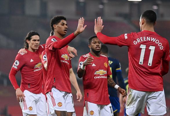 Đại thắng Southampton 9-0, Man Utd bắt kịp Man City trên ngôi đầu - Ảnh 3.