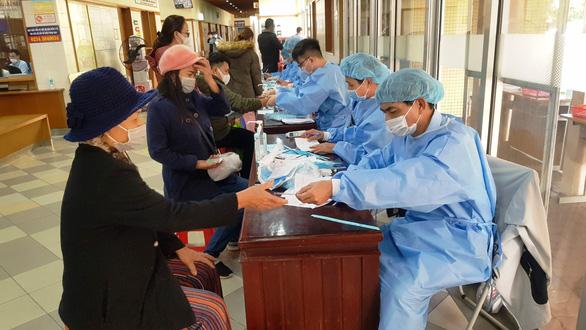Huế hạ cấp chống dịch COVID-19, dừng các chốt kiểm tra y tế liên ngành tại bến xe, sân bay - Ảnh 1.