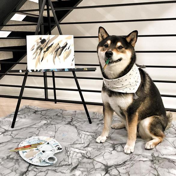 Chó Shiba bán 288 bức tranh tự vẽ, thu gần 18.000 USD - Ảnh 5.