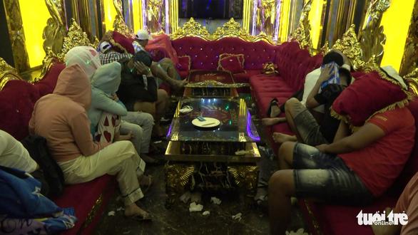Phát hiện 24 người dương tính với ma túy trong quán karaoke - Ảnh 1.