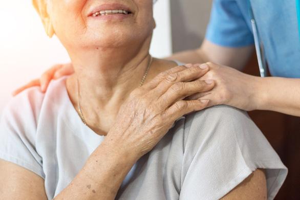 Những lưu ý khi chăm sóc sức khỏe cho người cao tuổi - Ảnh 2.