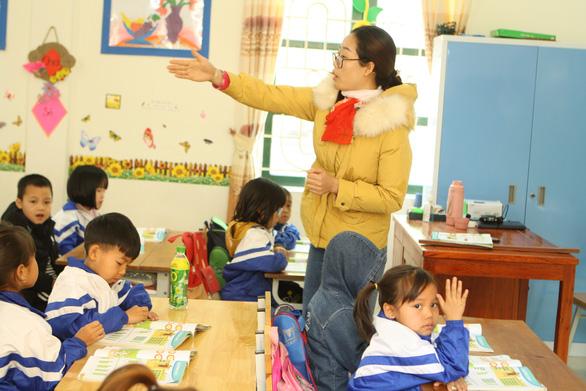 Chính thức bỏ chứng chỉ tin học, ngoại ngữ cho giáo viên từ tháng 3-2021 - Ảnh 1.