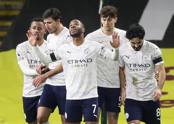 Man City tái lập khoảng cách 3 điểm với Man Utd - Ảnh 2.