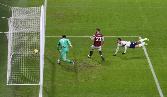 Man City tái lập khoảng cách 3 điểm với Man Utd - Ảnh 1.
