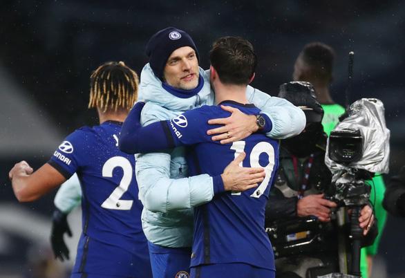 Jorginho ghi bàn từ chấm phạt đền giúp Chelsea vươn lên thứ 6 - Ảnh 1.