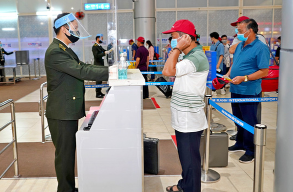 Toàn bộ nhân viên Tân Sơn Nhất và 4 sân bay khác âm tính với COVID-19 - Ảnh 1.