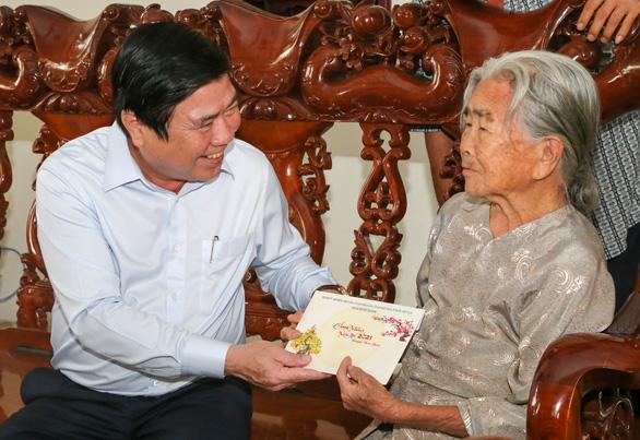 Ông Võ Văn Thưởng chúc tết gia đình nguyên lãnh đạo Đảng, Nhà nước - Ảnh 4.