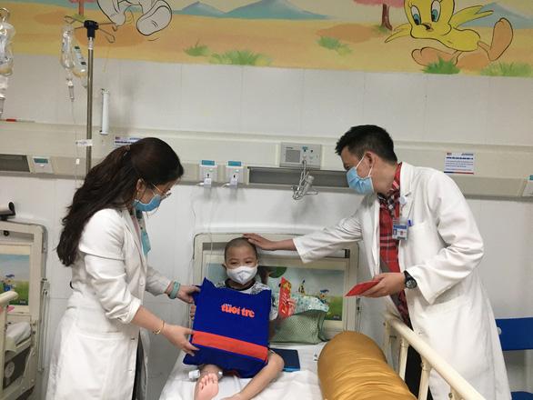 Siêu thị thời trang mini trong bệnh viện - Ảnh 6.