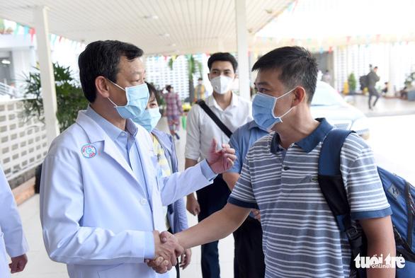 Bệnh viện Chợ Rẫy tiếp thêm nhân lực cho vùng dịch Gia Lai - Ảnh 2.