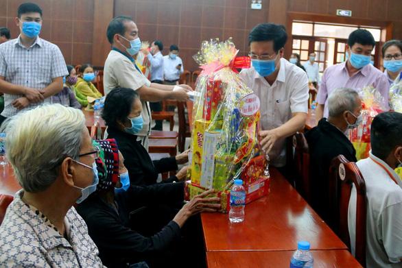 Ông Võ Văn Thưởng thăm, tặng quà tết cho gia đình chính sách tại Đồng Nai - Ảnh 1.