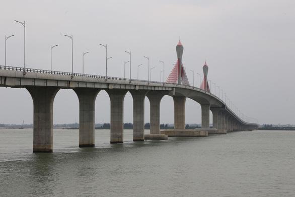 Cho xe máy, ôtô dưới 15 chỗ qua cầu Cửa Hội từ ngày 6-2 - Ảnh 1.
