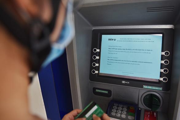 Bớt lo ATM hết tiền - Ảnh 1.