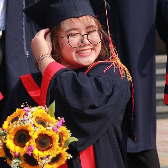 Bị tai nạn phải bảo lưu cả học kỳ, nữ sinh trở lại lợi hại hơn xưa, tốt nghiệp thủ khoa - Ảnh 1.