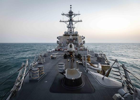 Tàu chiến Mỹ qua eo biển Đài Loan lần đầu thời Biden, Trung Quốc theo dõi sát - Ảnh 1.