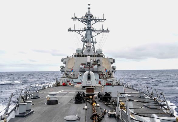 Tàu khu trục Mỹ chạy gần Hoàng Sa, thúc đẩy tự do hàng hải - Ảnh 1.