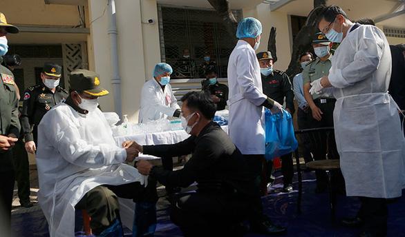 Campuchia phê duyệt sử dụng khẩn cấp vắc xin của Trung Quốc - Ảnh 1.
