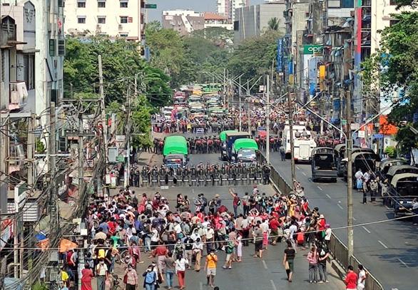 میانمار اولین فرد خارجی پس از کودتا را دستگیر کرد - عکس 2.