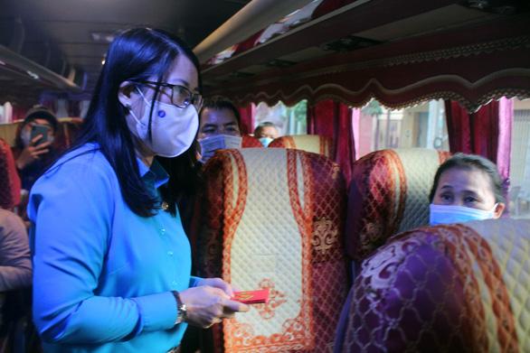 Gần 400 công nhân hủy vé chuyến xe sum vầy, ở lại Đồng Nai đón tết - Ảnh 4.