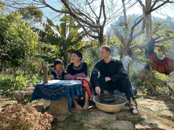 Kyo York: Tôi may mắn được trải nghiệm tết cổ truyền Việt Nam từ Bắc vào Nam - Ảnh 2.