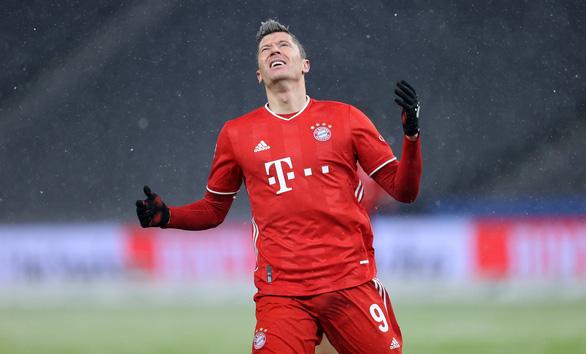 Điểm tin thể thao sáng 6-2: Bayern vẫn thắng dù Lewandowski hỏng phạt đền - Ảnh 1.