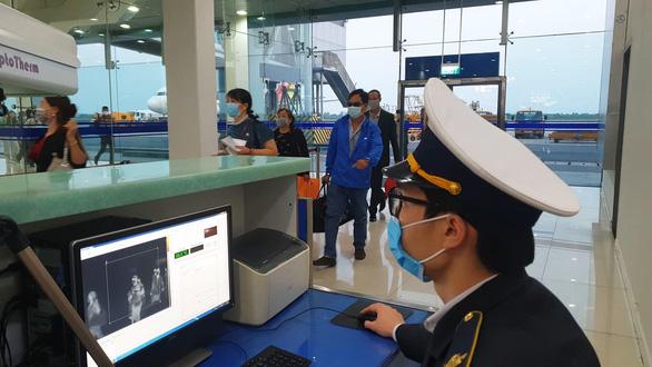 Từ TP.HCM bay ra Hải Phòng không cần xin giấy xác nhận, chỉ cần giữ cuống vé - Ảnh 1.