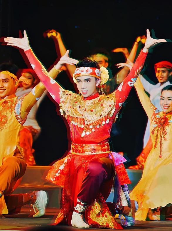 Nghệ sĩ múa Mai Trung Hiếu qua đời ở tuổi 29 vì bệnh nặng - Ảnh 2.