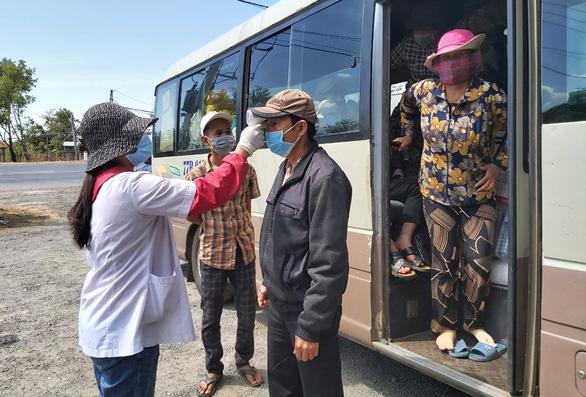 Tình hình Covid-19 phức tạp, Bộ trưởng Nguyễn Văn Thể ra bến xe kiểm tra - Ảnh 2.
