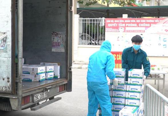 Vinamilk hỗ trợ 45.000 hộp sữa cho hơn 800 trẻ em cách ly - Ảnh 1.