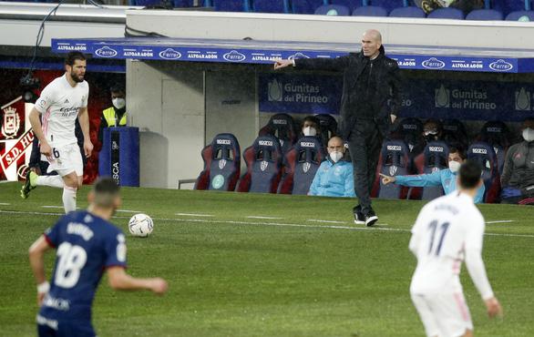 HLV Zidane trở lại sau COVID-19, Real Madrid thắng vất vả trước đội chót bảng - Ảnh 1.