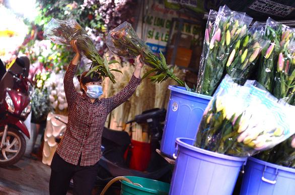 Hoa Đà Lạt phập phồng về Sài Gòn - Ảnh 5.