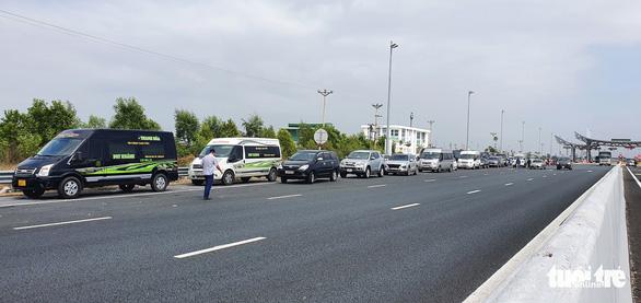 Quảng Ninh lại tạm dừng hoạt động vận tải khách liên tỉnh từ 6h ngày 8-2 - Ảnh 1.