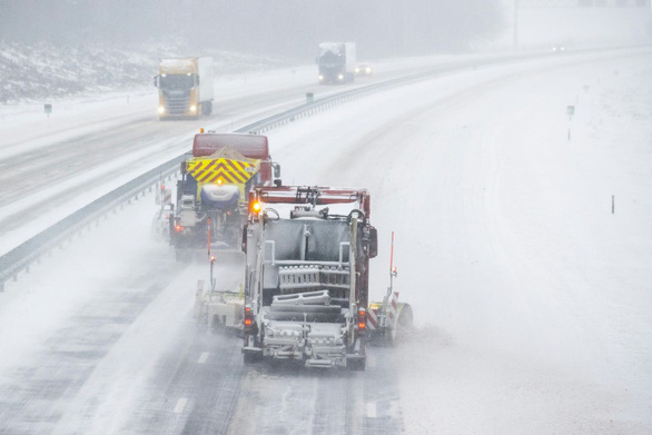 Hà Lan gặp bão tuyết lớn 10 năm mới có một lần, Bắc Âu lạnh giá - Ảnh 1.