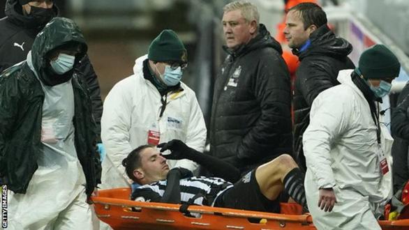 Điểm tin thể thao tối 8-2: Newcastle nhận hung tin, Hamilton tiếp tục với Mercedes - Ảnh 1.