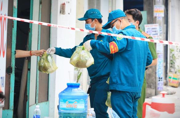 TP.HCM phong tỏa đường TL04, phường Thạnh Lộc, quận 12 - Ảnh 1.