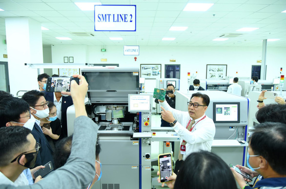 Xuyên Tết chạy đua tiến độ dự án sản xuất bo mạch công nghệ cao - Ảnh 2.